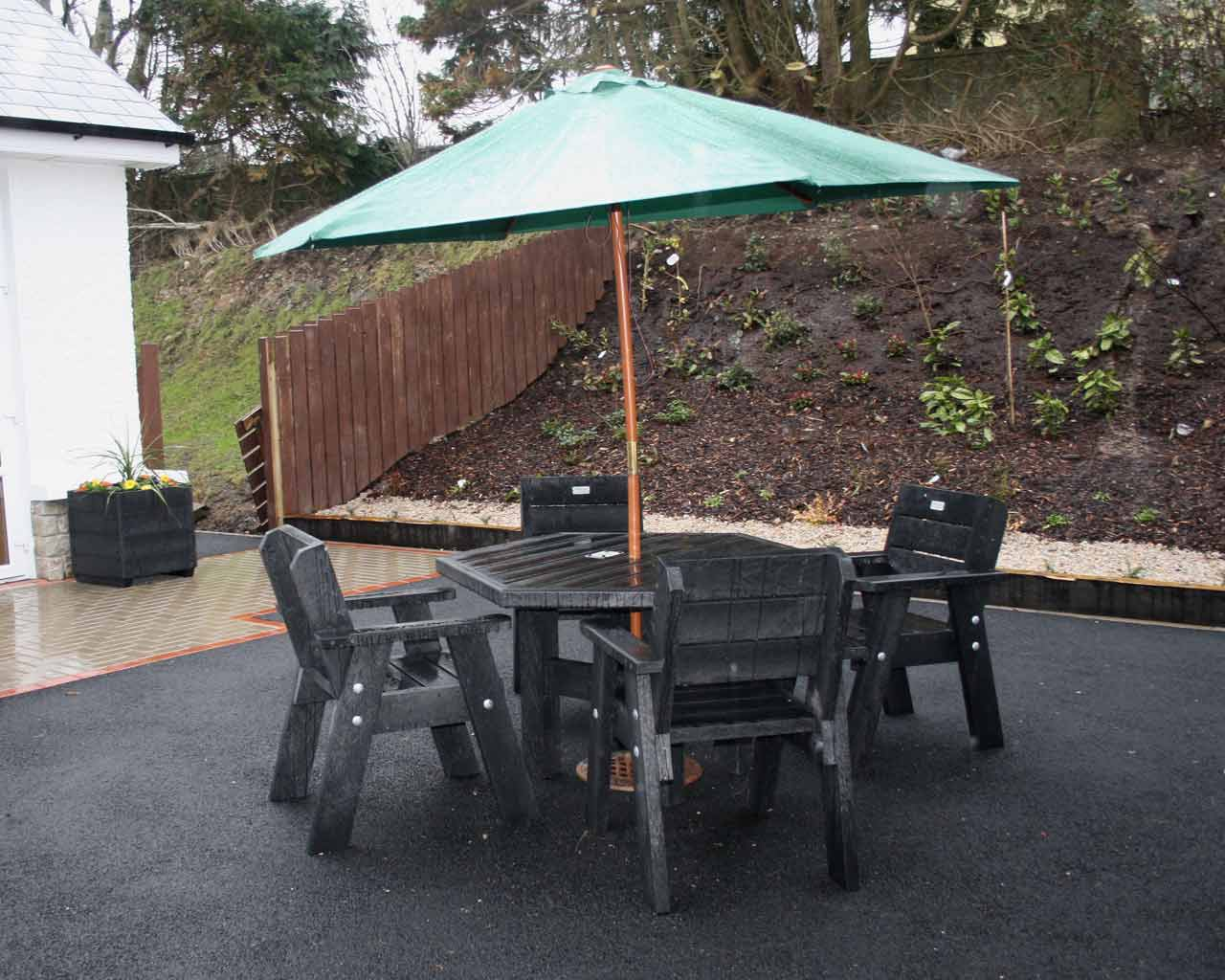 6 sided table with armchairs