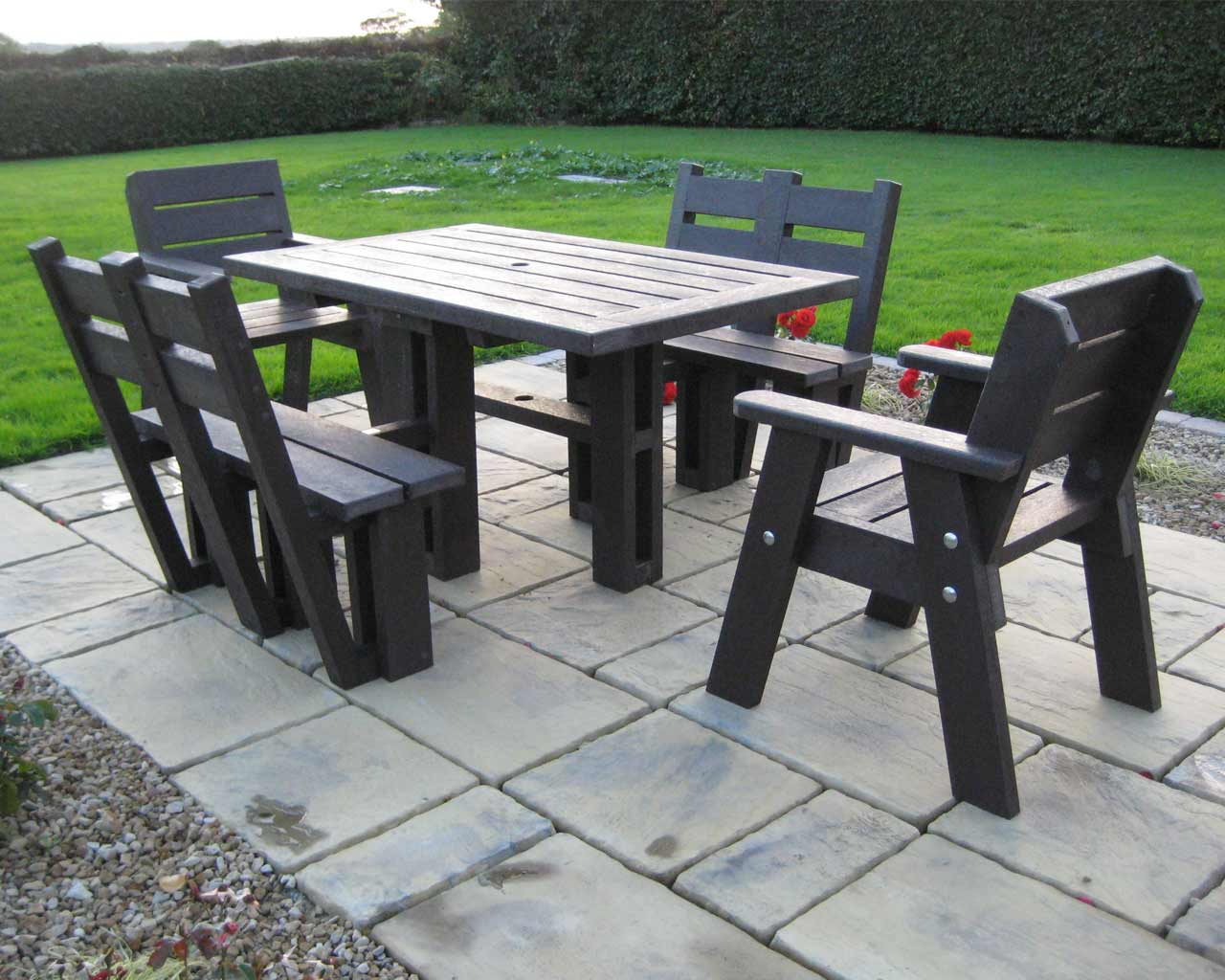 4-seater-picnic-table-with-back3